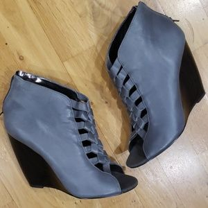 Charles David Zip up Booties Size 8.5